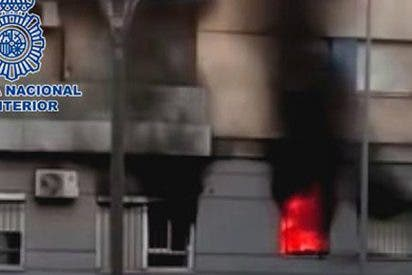 Una joven con muy mala leche y menos inteligencia intenta vengarse de su ex pareja y quema la casa del vecino por error
