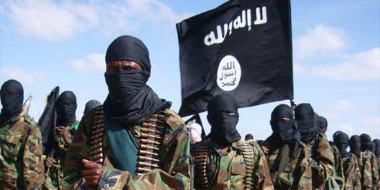El Estado Islámico vuelve a lanzarse al asesinato de religiosos cristianos: mata a un sacerdote y a su padre