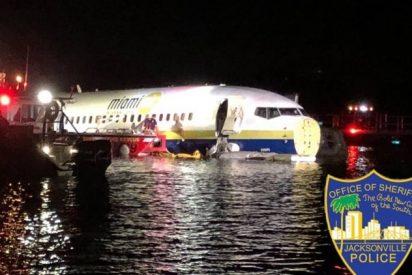 Avión con 140 pasajeros cae en un río de EEUU cuando se preparaba para aterrizar
