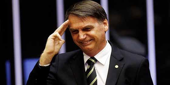 """Jair Bolsonaro flexibiliza el uso de armas de fuego: """"La seguridad pública comienza en casa"""""""