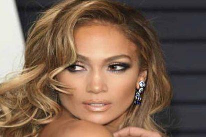 El descuido de Jennifer López que deja ver su intimidad... y un esfuerzo contra la gravedad