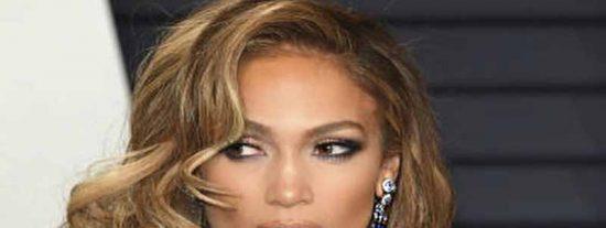 Jennifer López sale al escenario sin ropa interior y pasa esto…