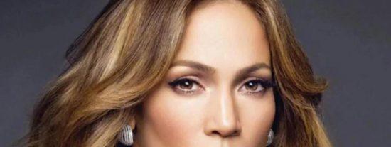 El descarado escote de Jennifer López que te dejará bizco