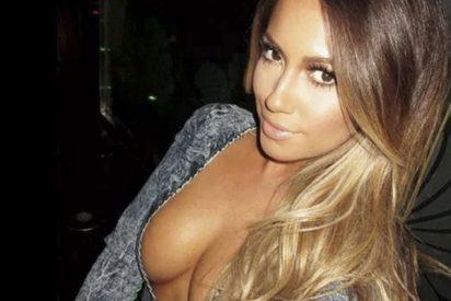 El cuerpo desnudo de Jennifer López con un traje de cadenas