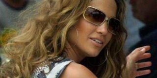 ¿Por qué se pone Jennifer López esparadrapo en las domingas?