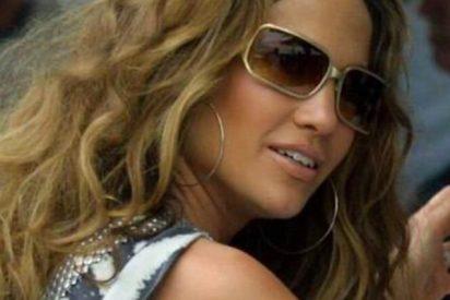 Jennifer López se viste de 'poligonera' y sale a la calle