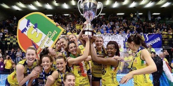 Totalmente desnudas: El sexy festejo de las campeonas de la liga italiana de voley femenino