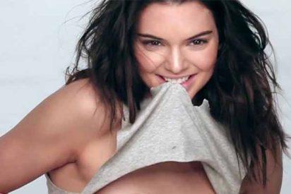 """Vídeo: Kendall Jenner en un sensual conjunto de lencería """"como para ir a la cama"""""""