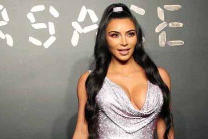 Fotos: Kim Kardashian se dejó el sujetador en casa y lo enseña todito