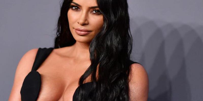Hasta el ombligo: El escote de infarto de Kim Kardashian