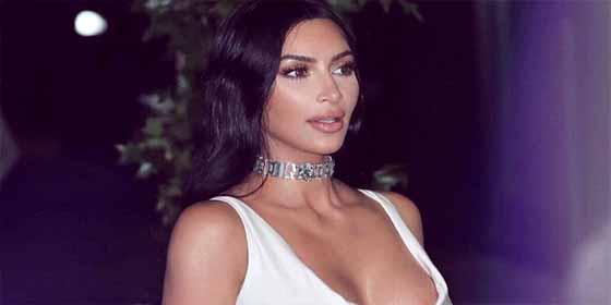 El meneo de retaguardia de Kim Kardashian en una piscina ¿Es twerking?