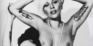 Lady deja a todos 'Gaga' con este mini bikini con el que lo enseña todo