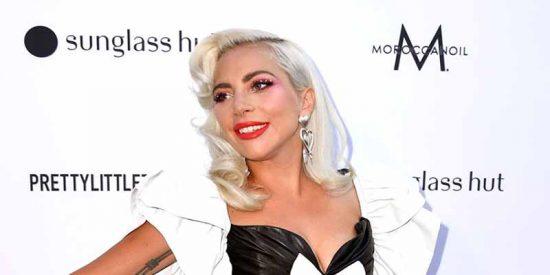 Vídeo: Lady Gaga 'lo da todo' en la pista de baile durante la boda de su amiga