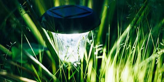 Cómo elegir lámparas solares para jardín