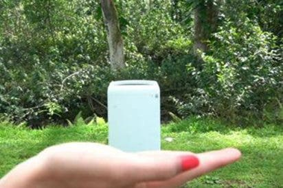 Así es la lavadora que cabe en la palma de tu mano y sirve también como funda para el móvil