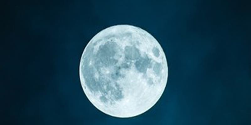 Así se 'besaron' la Luna y Marte