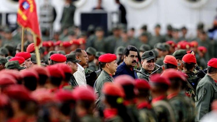 """Militares chavistas abren un """"salón de los traidores y enemigos de la patria"""" en un cuartel venezolano"""