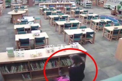 (VíDEO) Graban a esta maestra de infantil dando patadas a una niña de 5 años