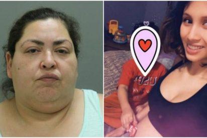 Una fotografía aberrante: Una asesina posa frente al bebé que arrancó del vientre de su madre