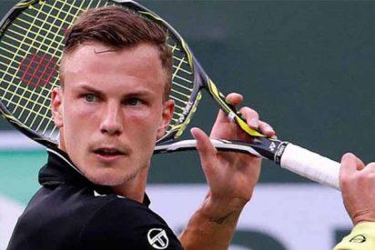 El tenista Marton Fucsovics, indignado por un error del juez que le elimina en Roma, incendia las redes con la foto de la marca