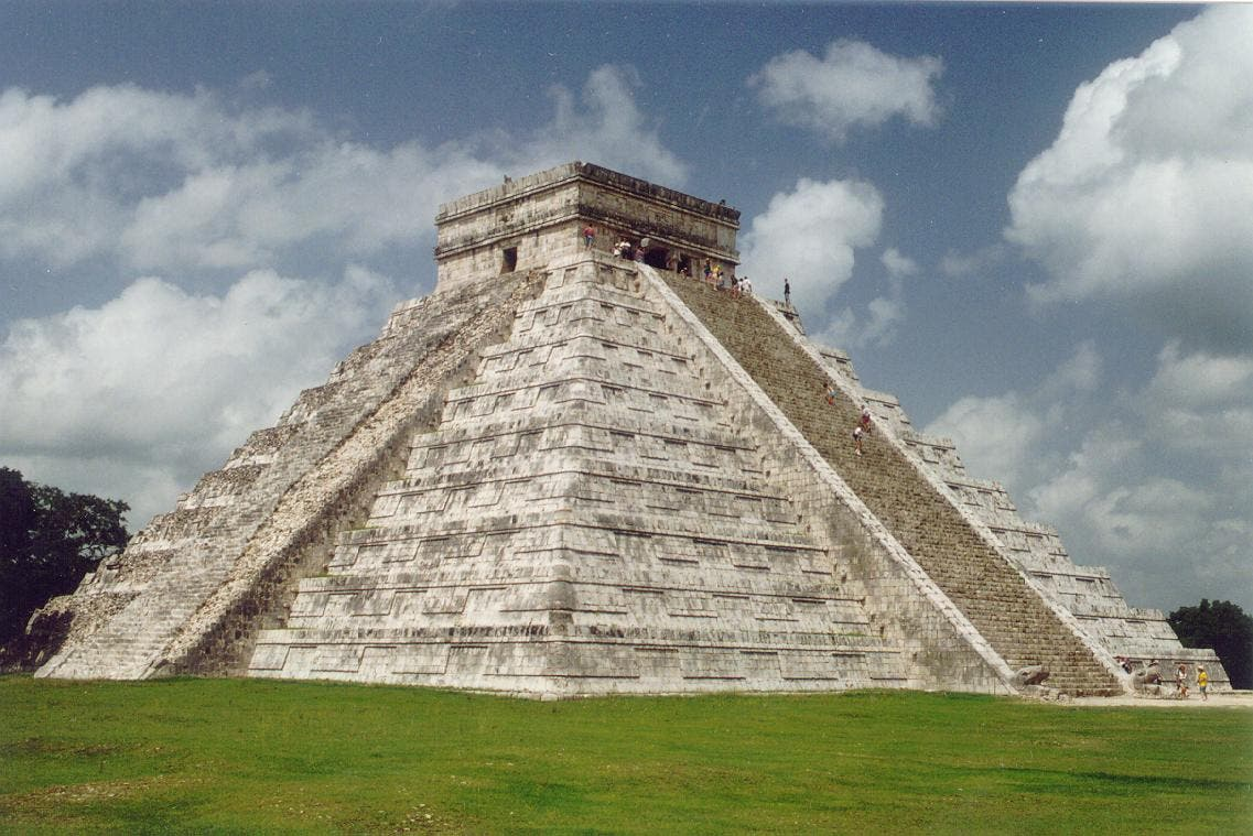 Una escultura maya subastada por una suma millonaria es falsa