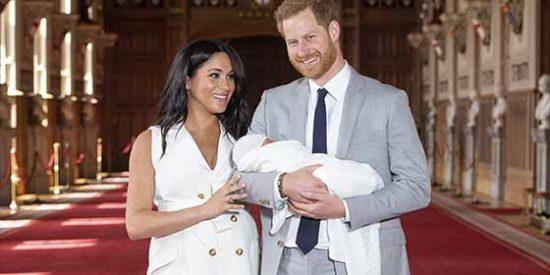 Comparecencia real: Las primeras imágenes del bebé de Meghan Markle y el príncipe Harry