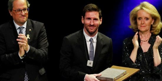 """Bofetón de Messi a los independentistas: deja de aplaudir al corearse """"¡Libertad, presos políticos!"""" en unos premios del Gobierno catalán"""