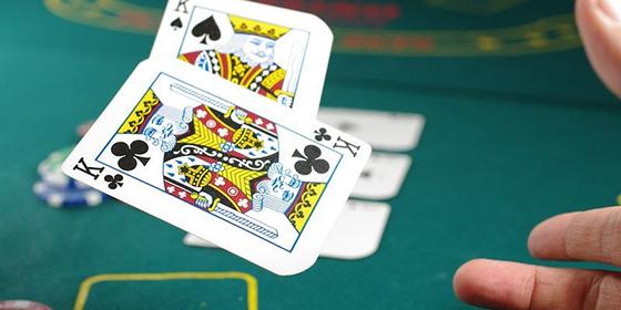 El poker, uno de los juegos más recurrentes del verano