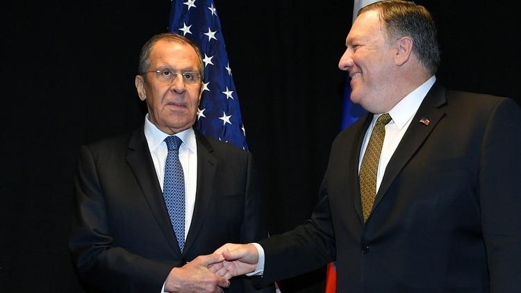 Mike Pompeo se ve con el canciller ruso para negociar la salida de Nicolás Maduro