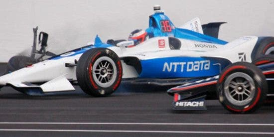 Piloto sueco empotra su monoplaza contra un muro en una carrera libre de IndyCar