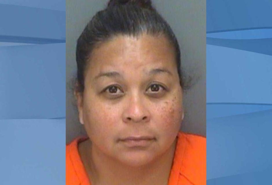 Mandan a una mujer a prisión por dar correazos a su hijastro de 26 años por llegar tarde a casa
