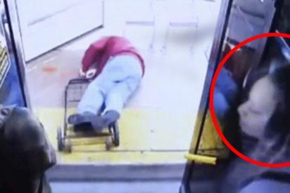 Esta mujer empuja brutalmente a un anciano de 74 años en un autobús en Las Vegas y lo mata