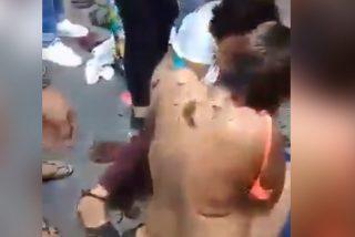 Vídeo: Golpean, desnudan y cortan el cabello a dos ladronas en México