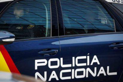 La Policía Nacional detiene a dos hombres por agredir sexualmente a una joven a la que engañaron y retuvieron con la promesa de un trabajo