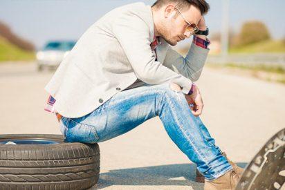 ¿Te podrían multar si no sabes cambiar la rueda del coche?