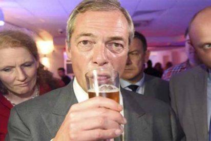 El 'bocachancla' de Nigel Farage se burla de los duques de Sussex y describe a la Reina Madre como una «bebedora con sobrepeso»