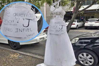 Aparece en México este vestido de novia colgado en un árbol con un inquietante mensaje