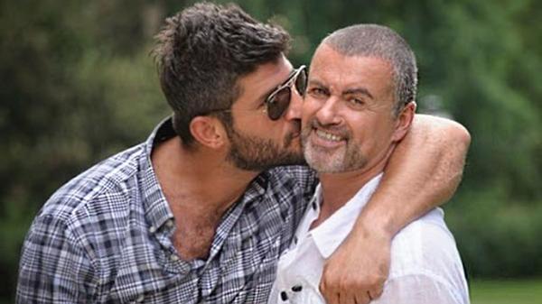 Familia de George Michael hasta el gorro: El viudo se niega a abandonar la mansión y ya vive con otro hombre