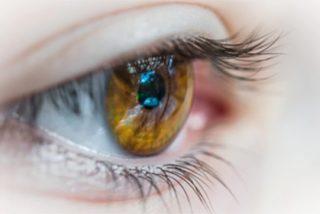 Un grupo de científicos crean un ojo robótico: usa energía solar y replica la retina