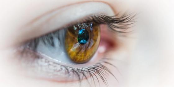 Le operan el ojo equivocado y encima le tratan de 'corregir' el error sin anestesia