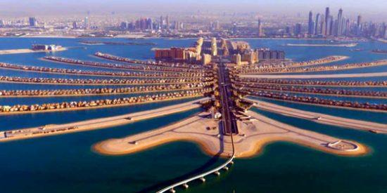 ¿Dónde está construída la isla artificial con forma de palmera?