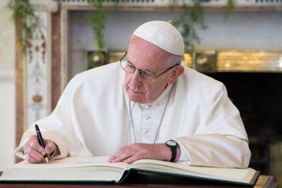 """El emotivo vídeo del Papa que conmueve a todos: """"Recemos por los que sufren"""""""