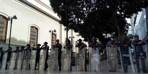 Se consolida la dictadura: Policías chavistas toman el palacio de la Asamblea Nacional de Venezuela