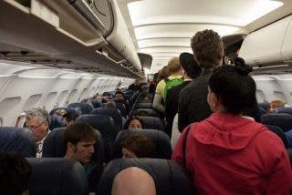 El armonioso y viral vídeo de canadienses saliendo de un avión que sería imposible con españoles