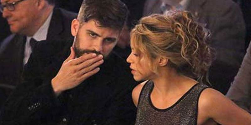 El beso furtivo en plena calle de Piqué a Shakira