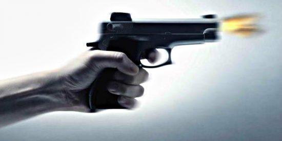 El penalti de la muerte: Futbolista tira la 'pena máxima' con un revólver apuntándole a la cabeza