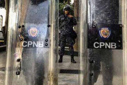 Policías chavistas entran al Palacio Legislativo venezolano y prohiben la entrada a diputados opositores