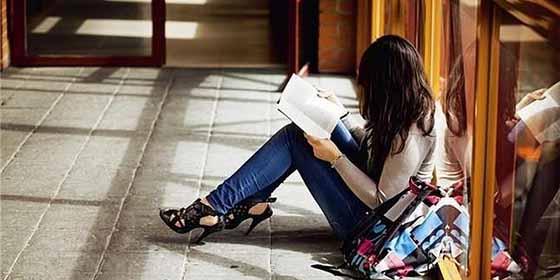"""""""Alguna amiguita guapa que me recomiendes"""": Las mafias de prostitución que cazan universitarias"""