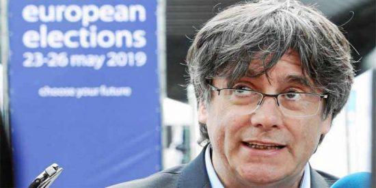 El Parlamento Europeo prohíbe la entrada a los fugados Puigdemont y Comín cuando se colaban a 'pillar' tarjeta temporal