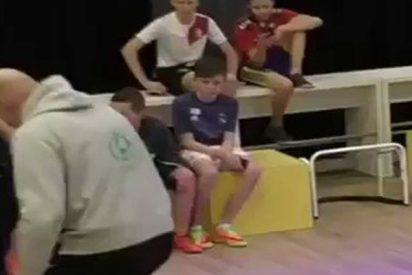 El regate de este alumno a su profesor, digno de una estrella del fútbol, triunfa en las redes